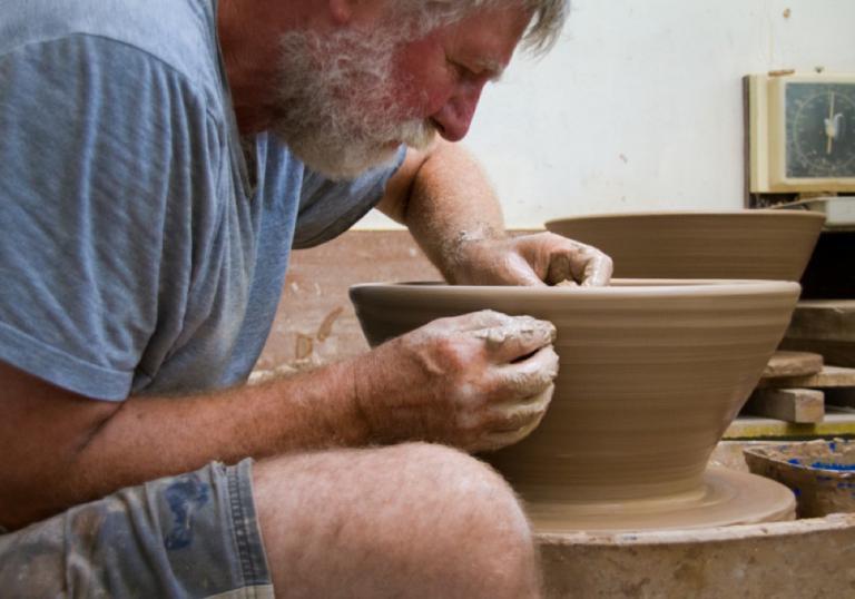 Sue Williamson: Potter at Work
